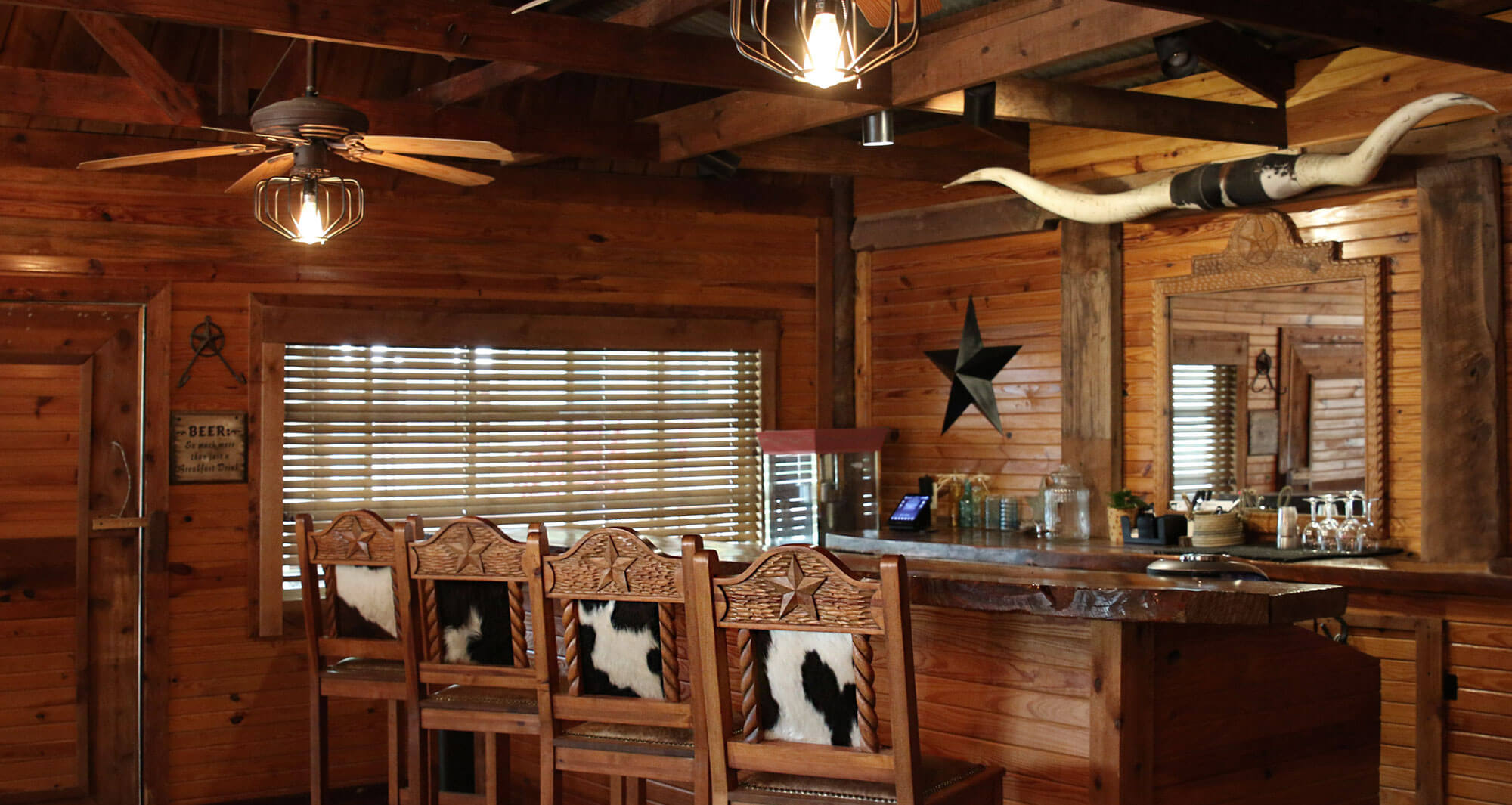 Lucky Spur Ranch – Full Saloon